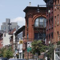 A gentrifying block of Franklin Ave. in Brooklyn (Jeanne Noonan for New York Daily News)